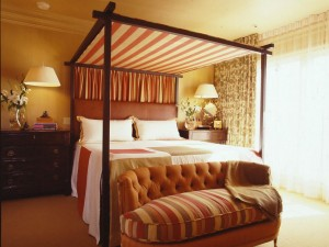 Elegance-hanging-bed-canopy-ideas
